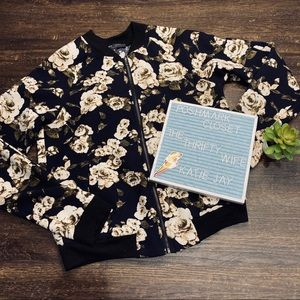 Romeo + Juliet Couture Floral Bomber Jacket Small